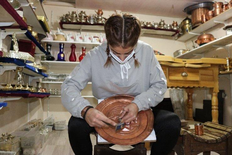 Bakırda Türkiye'nin tek kadın kalaycısı Diyarbakır'da