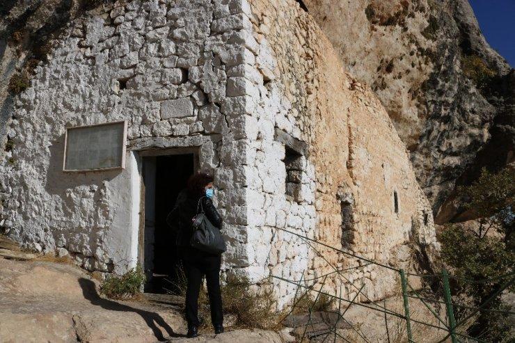 Vali Karaloğlu, dünyada 34 ülkede Ashab-Kehf makamı olan Lice'deki makamını ziyaret etti