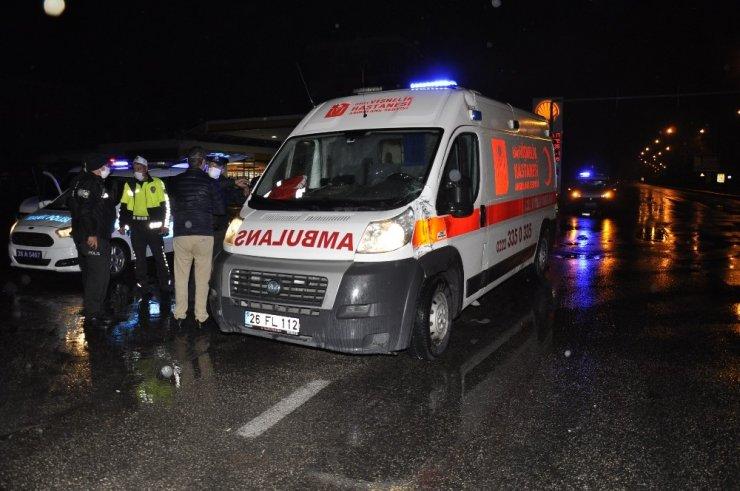 Ambulans ile servis çarpıştı: 1 yaralı