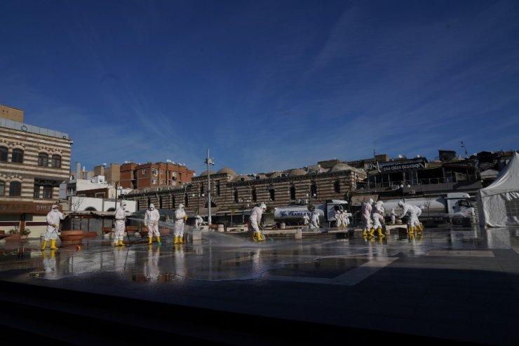 Diyarbakır Büyükşehir Belediyesinden 180 personel ve 44 araçla temizlik çalışması
