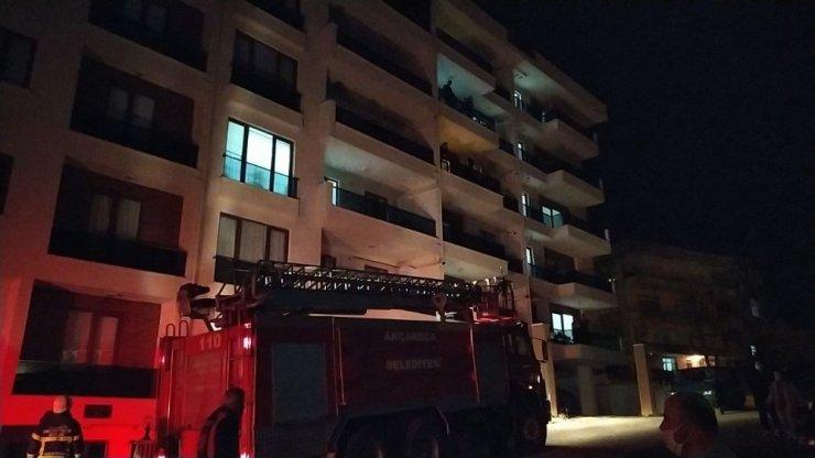 İtfaiye ekipleri balkondan girerek yangını söndürdü
