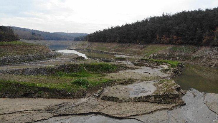 Elmalı Barajında korkutan görüntü: suların 4'te 3'ü çekildi