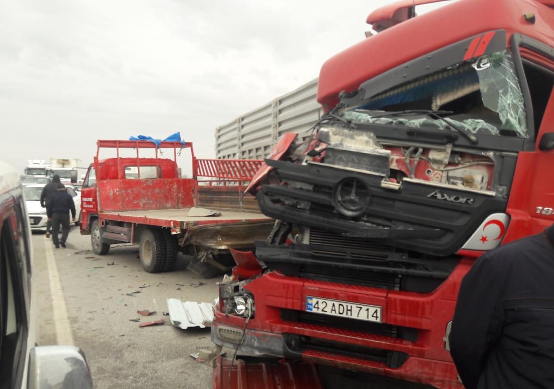 konyada-tir-kamyonetle-carpisti-ankara-yolunu-kapatan-kaza-001.jpeg