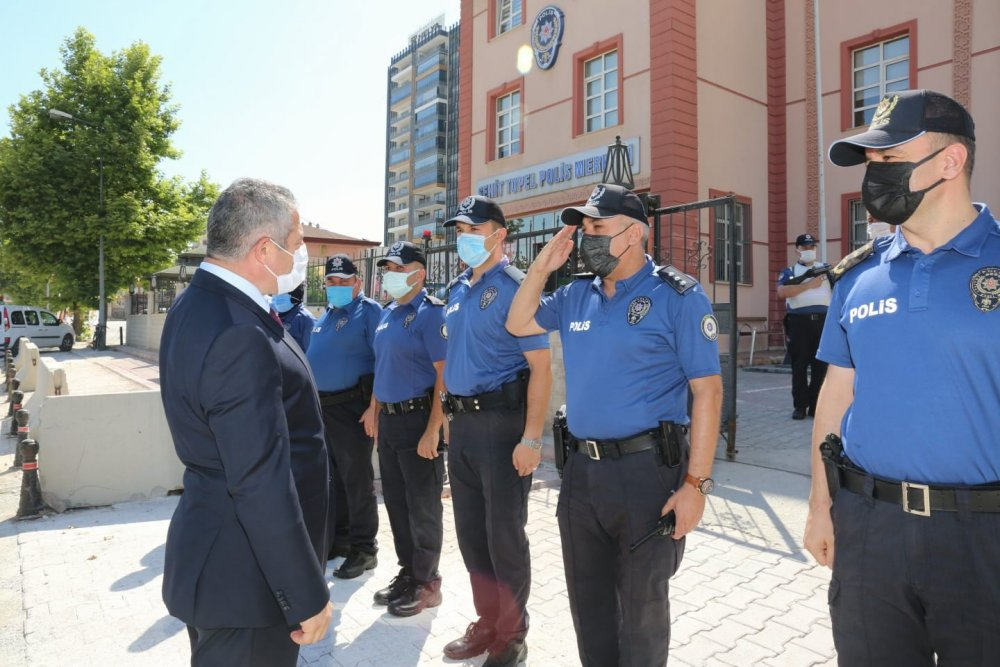 Konya'nın yeni Emniyet Müdürü Engin Dinç silah arkadaşlarıyla bayramlaştı